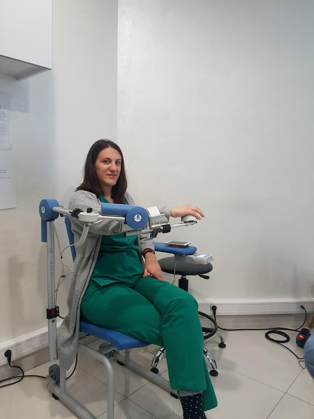 Rehabilitacija na našem CPM robotu. Savršen lek kod dijagnoze SMRZNUTO RAME!