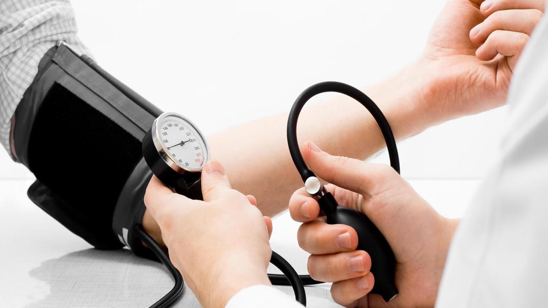 Kako da se rešim glavobolje i skoka krvnog pritiska – Analife savetuje posetu kardiologu